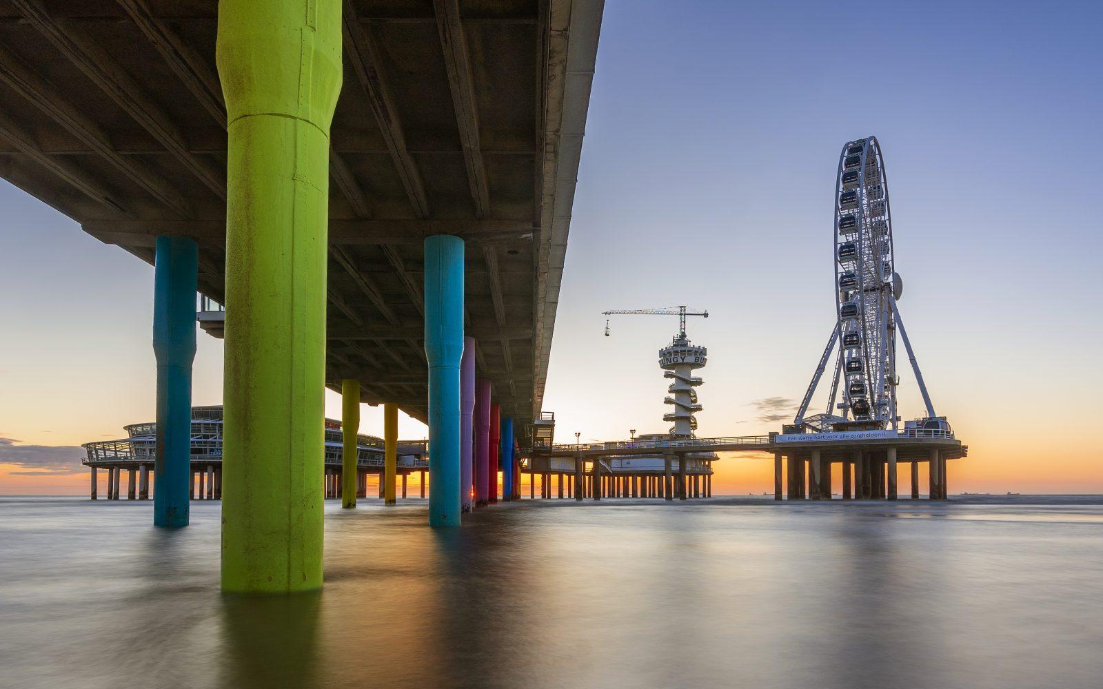 De Pier Scheveningen bij zonsondergang